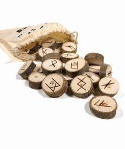 Set de rune din lemn, lucrate manual